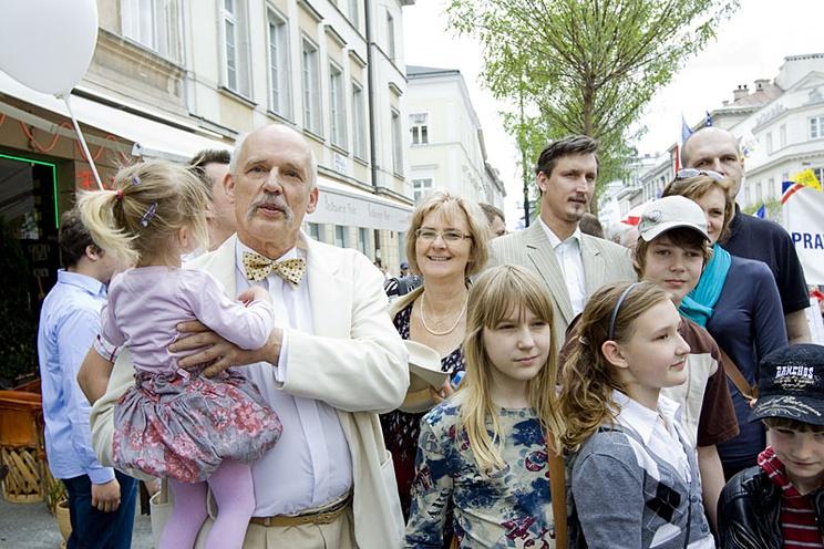 Janusz Korwin-Mikke z małżonką i dziećmi. fot. Wikimedia Commons
