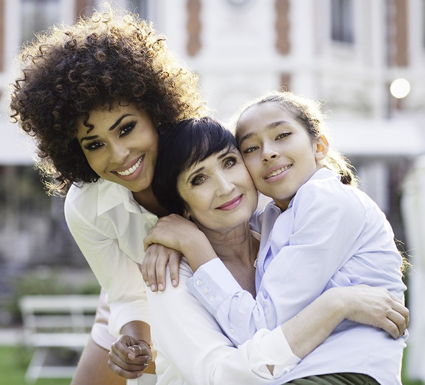 Omenaa Mensah z mamą Izabellą i córką Vanessą. Fot. Katarzyna Paskuda / Paskuda Photography